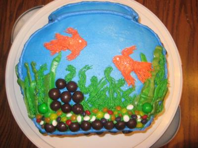 Cake made to look like a fish bowl